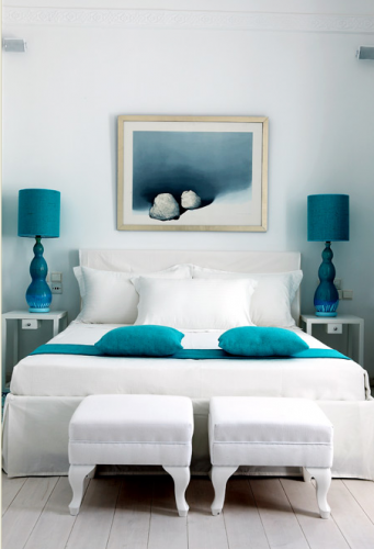 white-bed-with-blue_01