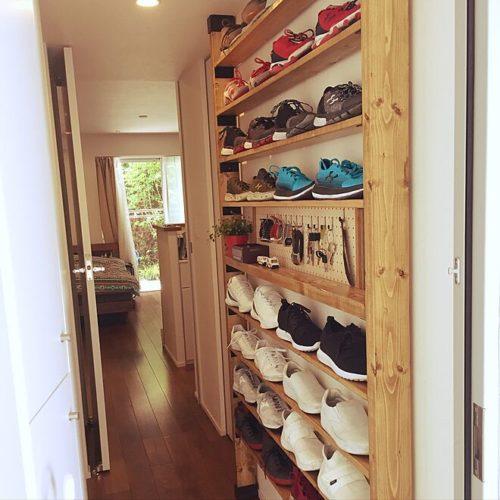 カッコいいスタイルの玄関に合う靴収納!