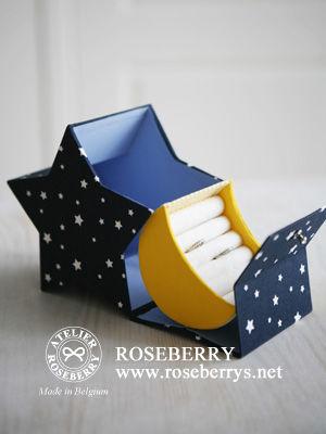 同じ星型の箱でも、こちらは星のボックスから月のリングボックスが出てくるという素敵なデザインです。  アイデア満載の作り方には魅了されます。