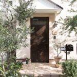 玄関ドアをおしゃれに!実例18選!リフォームやDIY・塗装でひと味違うコーディネートに