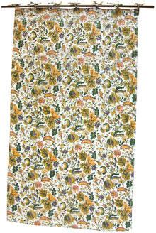 アジアンな雰囲気のカーテンは、やはり自然な花などをデザインした物が多く、こちらの「カラフルフラワー・コットンカーテン」も爽やかな色合いと風合いのインド綿のカーテンで