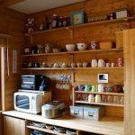 見せる収納・キッチンのインテリア実例7例!食器の収納やほこり対策のコツとは?