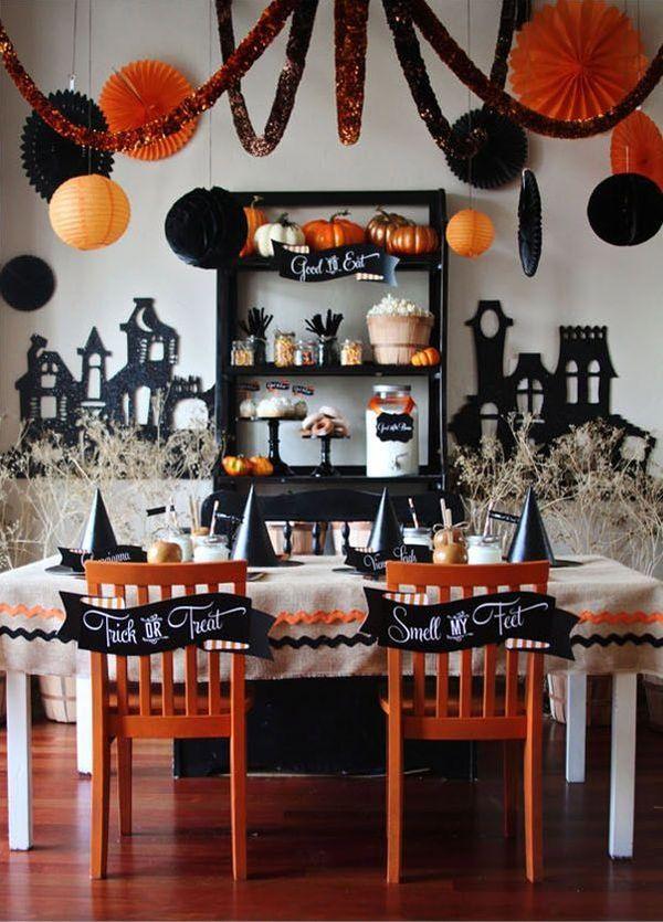 例4)オレンジと黒で統一してテーブル周りを飾ると雰囲気満載!