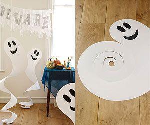 ・紙で作ったお化けを飾りましょう!