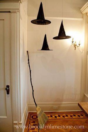 例2)黒い帽子とホウキでハロウィン気分を盛り上げて
