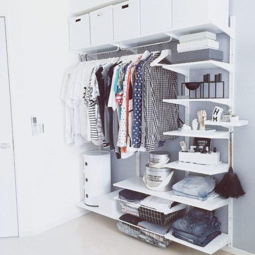 女性で、3LDKの洋服収納/after/ホワイトインテリア/見せる収納/スッキリ/グレー&ホワイト…などについてのインテリア実例を紹介。