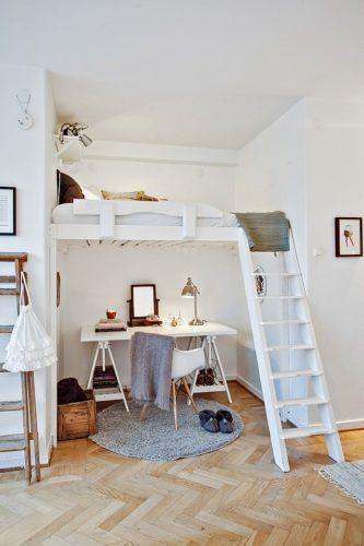 白のロフトベッドにすることでかわいらしくおしゃれな雰囲気になっています