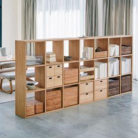 例4)スタッキングシェルフを間仕切りにしてスペースを分けた部屋