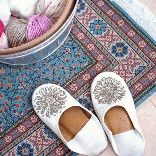 女性で、1LDK、カップル住まいのスリッパ/ルームシューズ/トルコ/トルコ絨毯/バブーシュについてのインテリア実例を紹介。