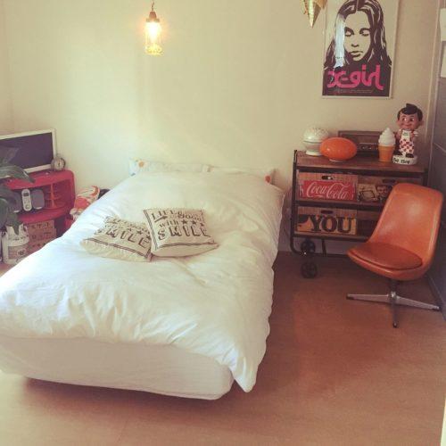 女性で、1LDK、一人暮らしのポスターのある部屋/レトロ/まゆこれくしょん/無印良品ベッド/一人暮らし…などについてのインテリア実例を紹介。