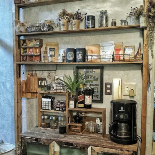 女性で、4LDKのnatural kitchen/セリア/ARAREWORKS/カフェコーナー…などについてのインテリア実例を紹介。