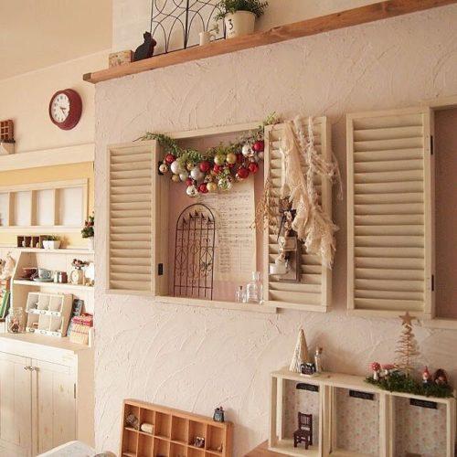 女性で、4LDKの雑貨/漆喰壁/クリスマスディスプレイ/壁/天井についてのインテリア実例を紹介。
