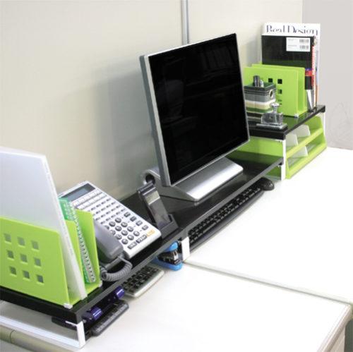 パソコン周りのスッキリ、キーボードも収納!