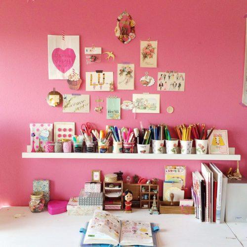 女性で、のポストカード/セリア/ピンク/IKEA/文房具/パッケージ…などについてのインテリア実例を紹介。