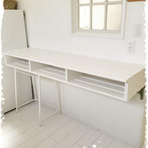 女性で、4LDKのパレット/キッチンカウンターDIY/学校の机をリメイクについてのインテリア実例を紹介。