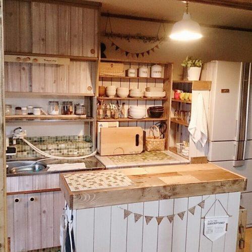 女性で、3DKのナチュラル/隙間収納DIY/ワゴンDIY/キッチンカウンターDIY/食器棚DIY…などについてのインテリア実例を紹介。