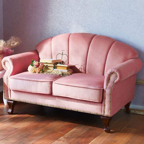ソファもこんな曲線のフォルムが優雅です。プリンセス気分で寛いでみませんか。  エレガントなアイボリーと可愛いピンクの2色での展開があります。