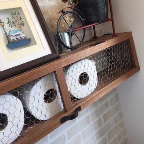 男性で、3LDKのレンガ壁紙/壁紙DIY/レンガ柄リメイクシート/DIY/トイレットペーパーのストック棚/トイレ収納…などについてのインテリア実例を紹介。