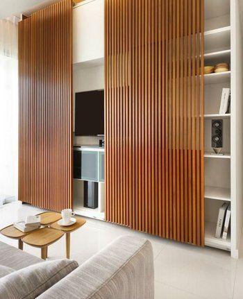 テレビそのものが見えるのがいやな方には、このようなビルトインタイプの壁面収納にして、スライドドアを付けるのがベストです。これなら普段は隠しておけますね。: