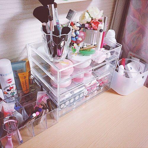 女性で、のコスメ収納/化粧品収納/化粧品/机についてのインテリア実例を紹介。
