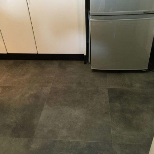 のDIY/床/サンゲツ/サンゲツフロアタイル/キッチンについてのインテリア実例を紹介。