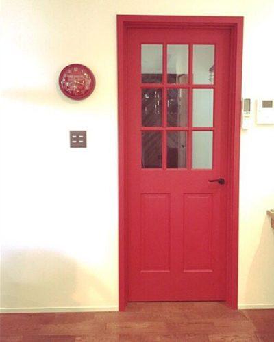 赤色インテリア部屋のコーディネート