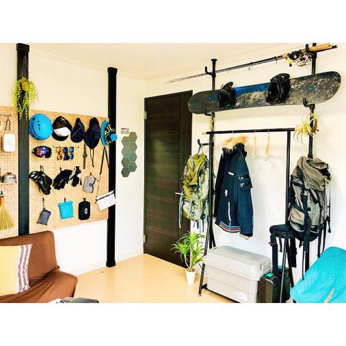 ハンガーラックのあるおしゃれな部屋北欧シンプル02