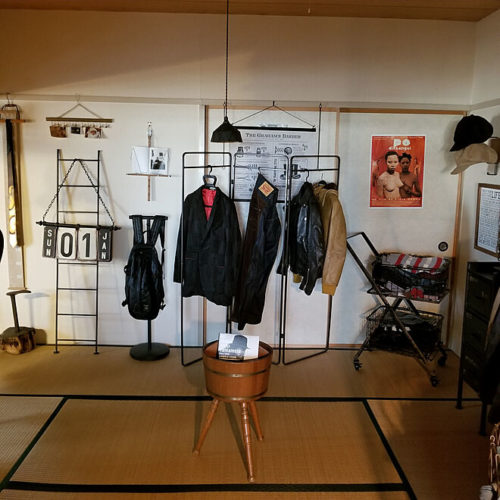 ハンガーラックのあるおしゃれな部屋異素材スタイルMIX02