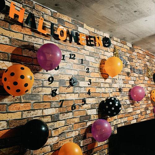 100均ハロウィン子供と楽しい飾り付け風船