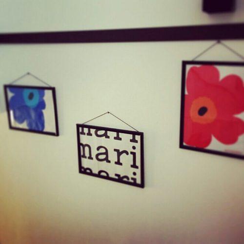 マリメッコ好きのインテリア部屋壁を飾る紙袋