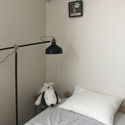 スヌーピー好きのおしゃれなインテリア部屋ベッドぬいぐるみ