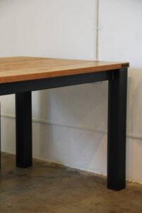 トラックファニチャーに似たテーブル