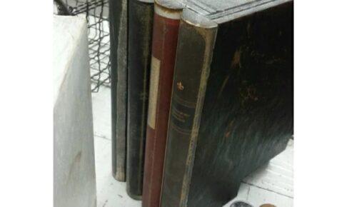 置くだけでカタチになる洋書を模した貯金箱